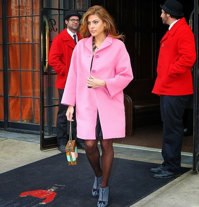 Eva_Mendes_oversized_coat