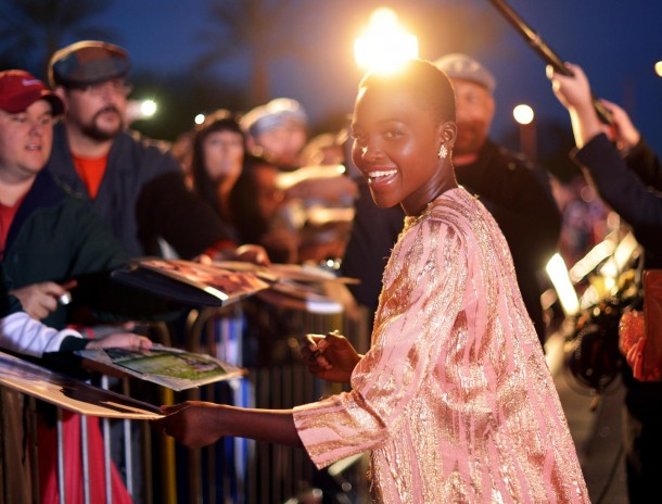 essencecom-lupita-nyongo-signs-autographs-for-fans-at-the-25th-annual-palm-springs-international-film-festival-awards-gala-at-palm-springs-convention-center-in-palm-springs-california_610x464_2